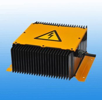 800 watt power supply for electric vehicle auxiliary systems